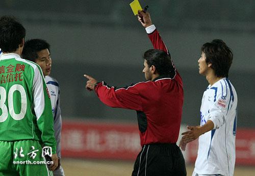 图文:[中超]北京2-2天津 各吃一张黄牌