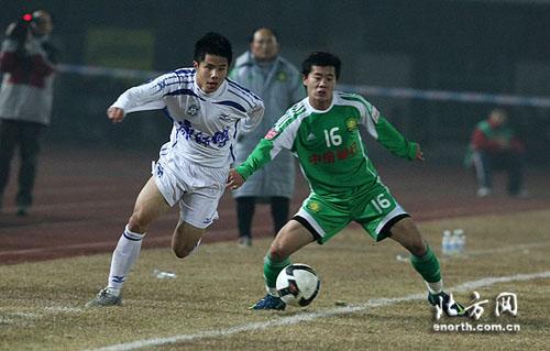 图文:[中超]北京2-2天津 国奥队友PK