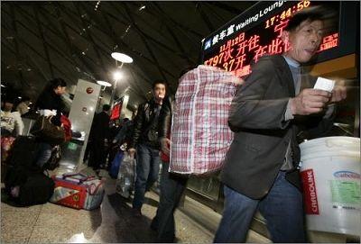 受全球经济金融危机影响,中国部分城市开始出现外地务工人员提前返乡迹象。早报见习记者 刘行喆 图