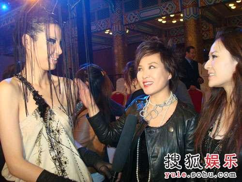 李静走T台,吸引了同名同姓的另一美女老板李静