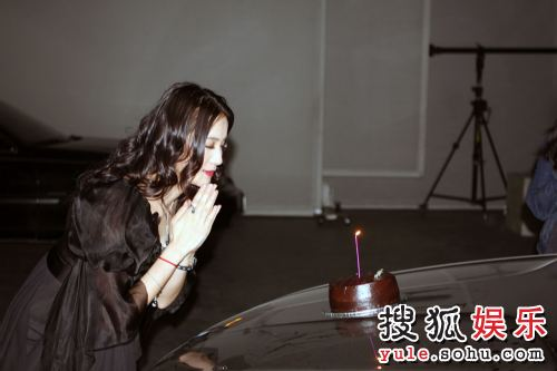 收到生日蛋糕许心愿