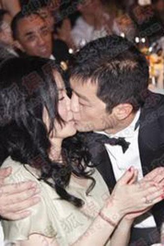 李亚鹏激吻王菲,很经典
