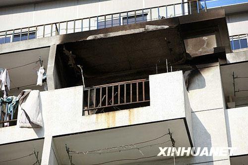 11月14日,发生火灾的602宿舍阳台被大火熏黑。新华社记者 裴鑫 摄