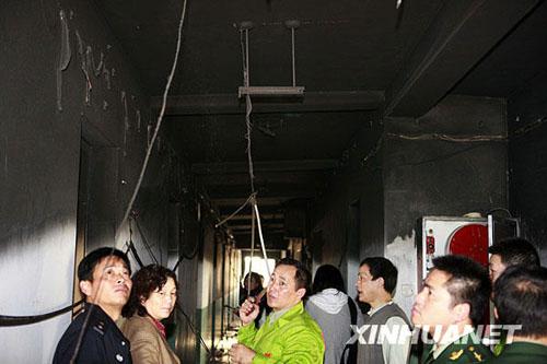 11月14日,宿舍楼6层的大部分楼道被大火熏黑