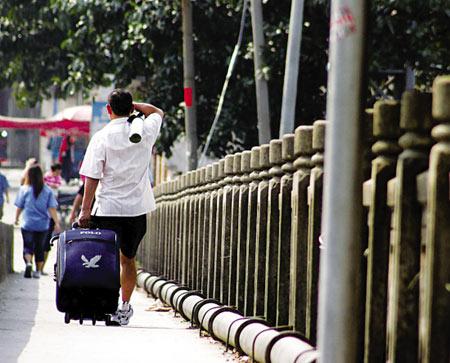 由于招工企业减少,不少失业人员遭遇找工难 王俊伟 摄