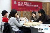 图文:第三局李夏辰战宋容慧 韩国选手关注棋局