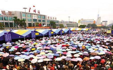 今年春运高峰期,广州火车站乱成了一锅粥 何奔 摄