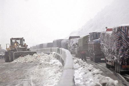 今年春运期间,冰封京珠北 阙道华 摄