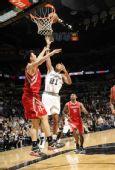 图文:[NBA]火箭负马刺 邓肯单打姚明得手