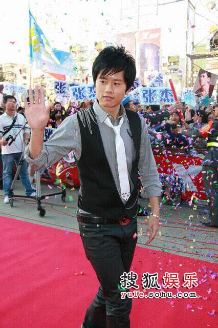 08东南音乐劲爆榜现场精彩图片 张杰歌迷欢呼