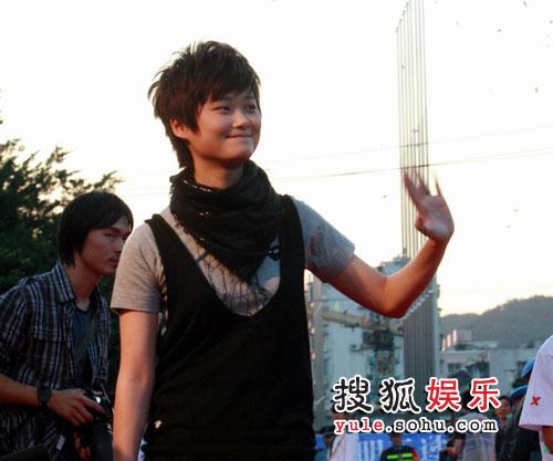 08东南音乐劲爆榜现场精彩图片 春春向歌迷挥手