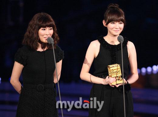 Davichi获最佳新人女歌手奖