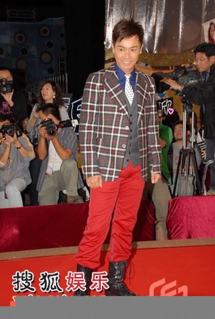 图:TVB台庆红毯 郭晋安红裤抢镜
