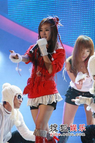 08东南音乐劲爆榜现场精彩图片 SARA现场热舞