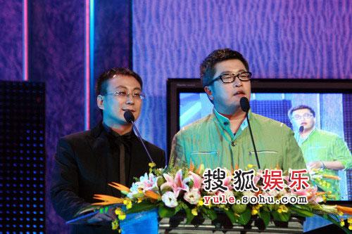 08东南音乐劲爆榜现场图片 小柯上台颁奖