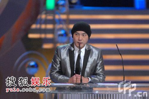 2008TVB台庆颁奖现场:林峰获我最喜爱的电视男角色大奖 张卫健颁奖