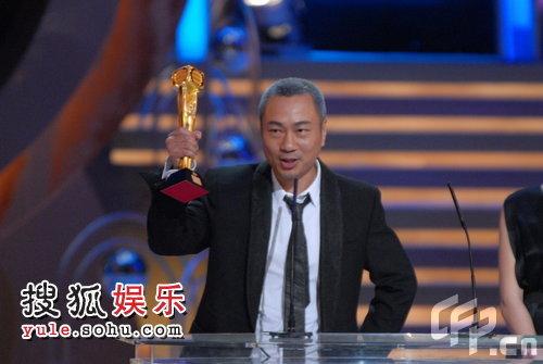 颁奖现场:黎耀祥获最佳男配角 全场欢呼
