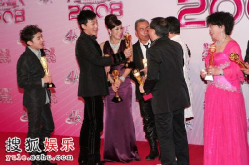 tvb颁奖礼2011_组图:tvb台庆颁奖礼 获奖者合影
