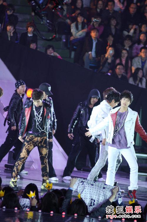 SHINee的现场舞台