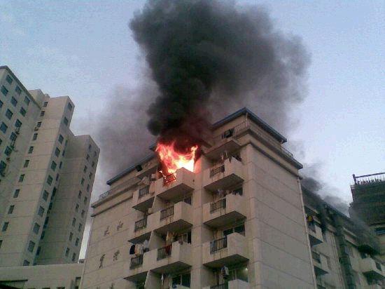 上海商学院火灾灭火器过期 系主任跪地道歉 图