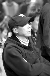 冯小刚最近总是戴帽子,并且拒绝记者拍照