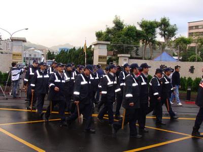 大批警察再整队戒备