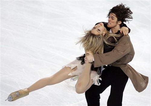 图文:花滑大奖赛法国站冰舞 选手表演充满激情
