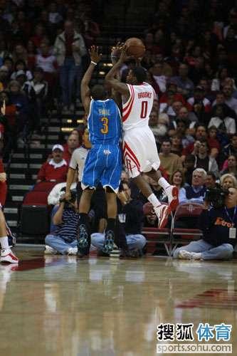图文:[NBA]火箭胜黄蜂 布鲁克斯单打保罗