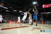 图文:[NBA]火箭胜黄蜂 韦斯特跳起中投