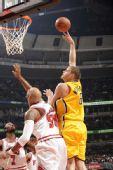 图文:[NBA]步行者负公牛 内斯特洛维奇篮下勾手