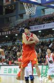 图文:CBA首轮云南VS八一 莫科篮下得到篮板