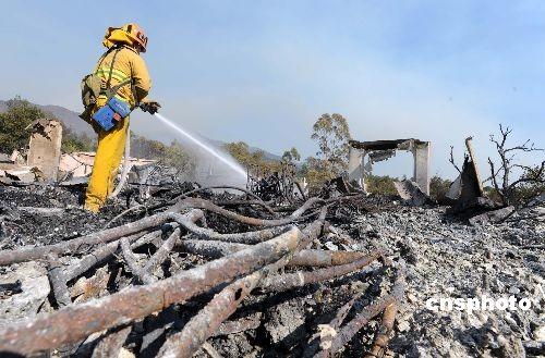 消防人员扑救火灾