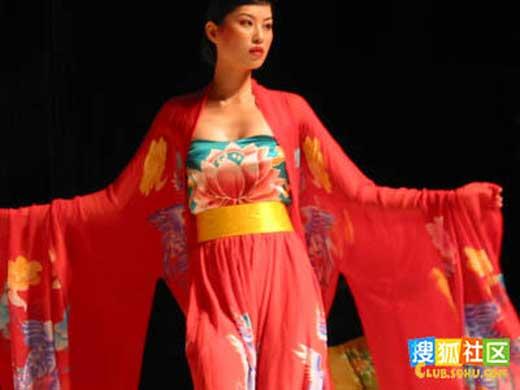 电影和电视剧 发现唐朝宫廷女子大多袒胸露乳!