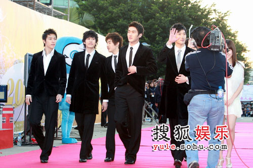 SJ-M西装走红毯