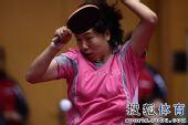 图文:乒球全锦赛首日女团 李晓霞放手一搏