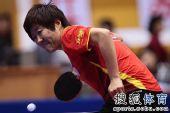 图文:乒球全锦赛首日女团 郭焱发球瞬间