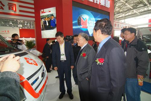 原机械工业部部长何光远对江铃在改革开放三十年的成就给予了高度评价