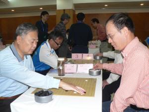 陈丹淮(前左)在比赛中。本报记者 蒋士元摄