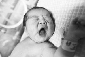 被砍产妇产下的女婴很健康记者 董海东 摄