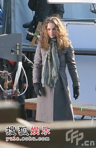 娜塔莉-波特曼在纽约一处冰场拍片