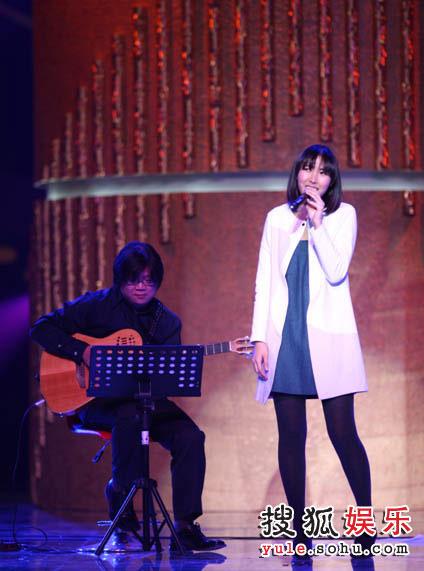 王若琳现场演唱