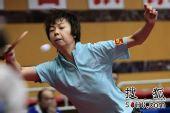 图文:乒球全锦赛女团次日 张怡宁侧身拉球
