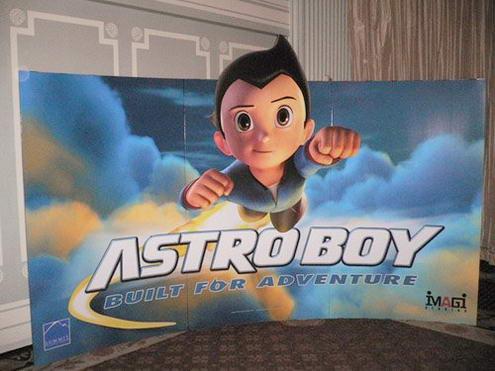 《铁臂阿童木》在美国电影市场交易会(afm)上的立式海报