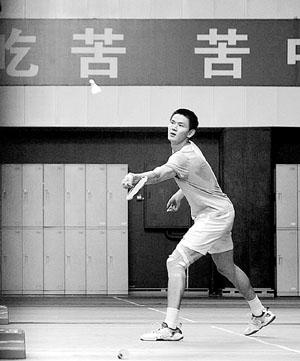 鲍春来在训练中摄/记者杨威