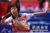图文:女团1/8决赛北京完胜 张怡宁侧身提拉