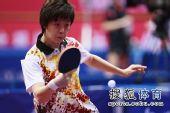 图文:女团1/8决赛北京完胜 张怡宁反手回球