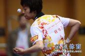 图文:女团1/8决赛北京完胜 张怡宁发球姿态