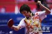 图文:女团1/8决赛北京完胜 张怡宁拉弧圈球
