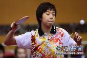 图文:女团1/8决赛北京完胜 张怡宁接对方高球