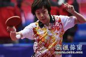 图文:女团1/8决赛北京完胜 张怡宁神情专注